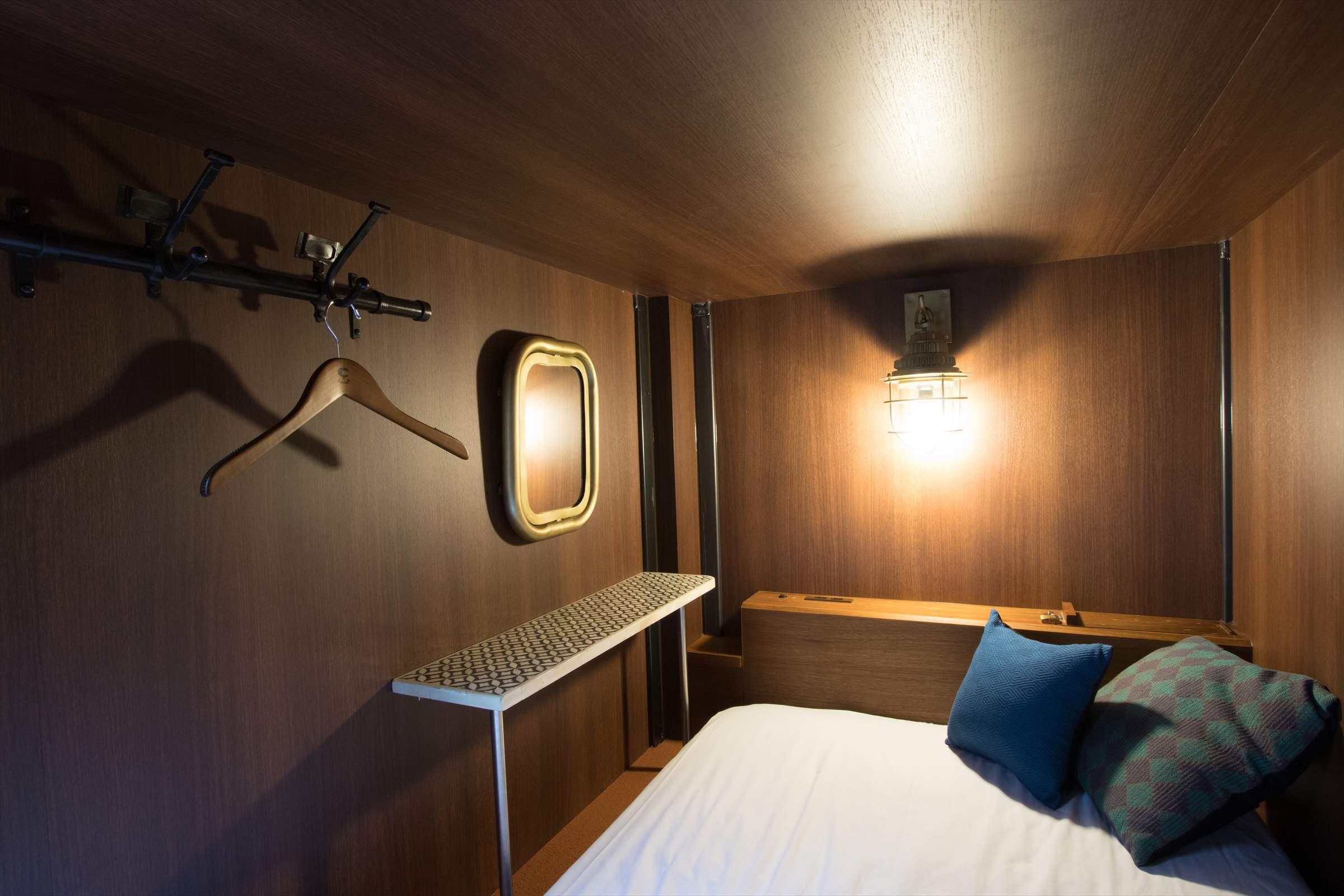 余裕のある広い個室空間[幅1.2m~1.4m × 高さ 1.3m]