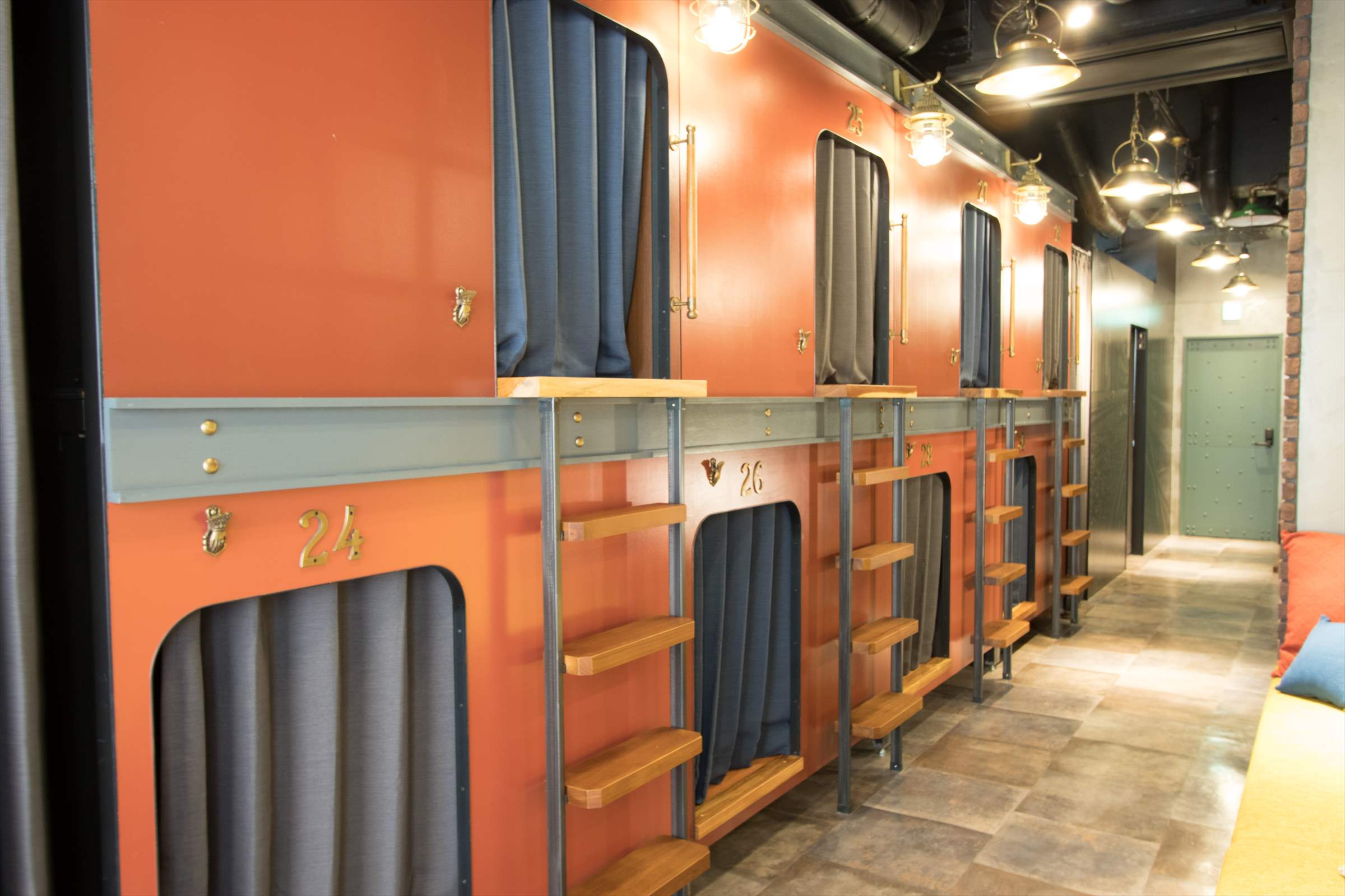 豪華寝台列車をイメージした個室デザイン